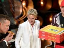 Pizza delivery guy at Oscars gets USD 1,000 tip from Ellen