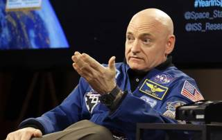 NASA astronaut Scott Kelly announces retirement