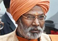 Sakshi Maharaj for Muslim women's right to enter mosques