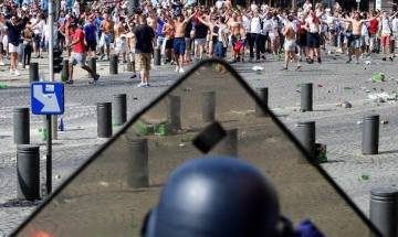 Euro Cup 2016: Third day of fan clashes before England-Russia football match