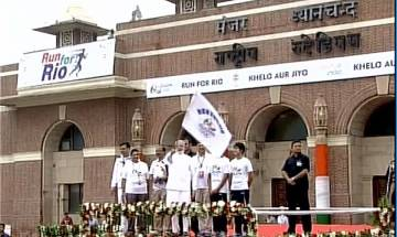 PM Modi flags off 'Run for Rio' in Delhi, vows to send players from each district in 2020 Olympics