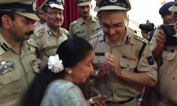 Legendary singer Asha Bhosle celebrates Raksha Bandhan with Indian Army
