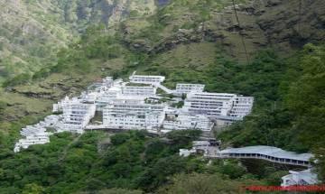 वैष्णो देवी मंदिर के बाहर श्रद्धालुओं पर गिरी चट्टान, एक की मौत कई घायल