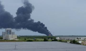 Explosion rocks SpaceX launch site in Florida during test