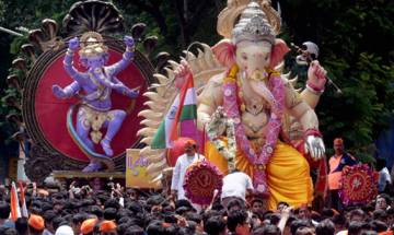 Ganpati Visarjan: Devotees bid adieu to Lord Ganesha in Mumbai