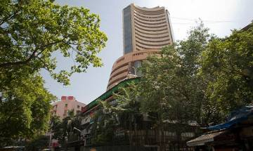 Indian stock markets fall owing to selling pressure in blue-chips stocks