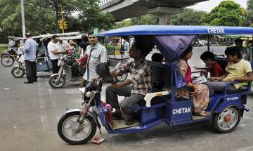 E-rickshaw driver set blazed by a man by kerosene oil