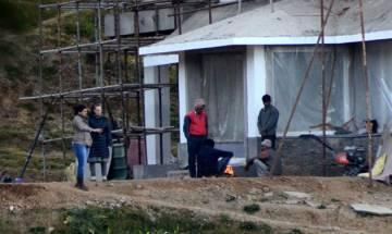 Sonia Gandhi, Priyanka visit under-construction house in Shimla