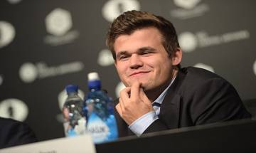 Magnus Carlsen defeats Sergey Karjakin to retain World Chess Championship