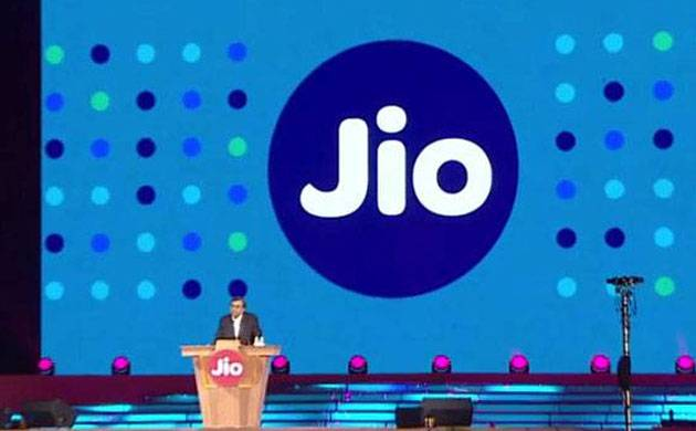 Mukesh Ambani extends Reliance Jio benefits