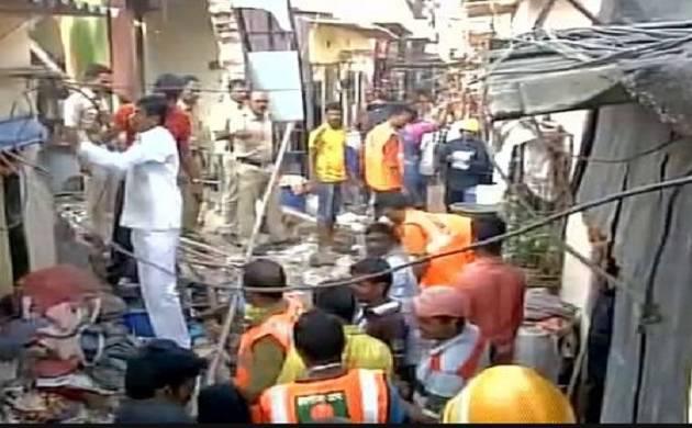 Three dead as house collapses in  Maharashtra Nagar, Mumbai  (pics:  ANI)