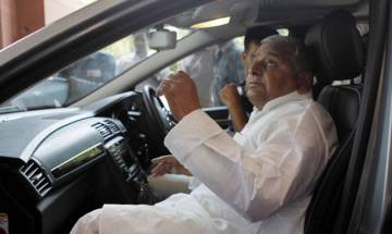 Mulayam Singh Yadav, Shivpal Yadav return to Lucknow without meeting Election Commission