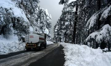 Himachal under intense cold wave grip, Keylong shivers at -11.6 degrees; Met dept issues heavy snowfall alert