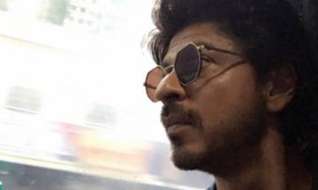 SRK on train to promote 'Raees': Superstar thanks Gujarat after seeing overwhelming crowd at Surat station