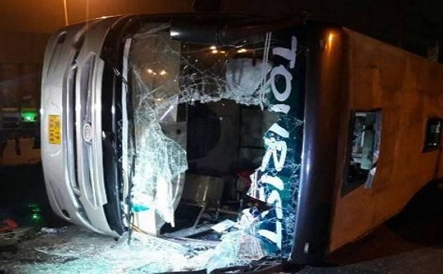 Truck hits bus in Delhi Cantonment, 19 passengers injured