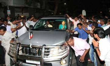 OPS vs Chinnamma: Sasikala camps starts bleeding, vows to change game tomorrow; Panneerselvam gains supporters