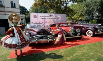 Army Chief Bipin Rawat flags off  vintage car rally in Delhi