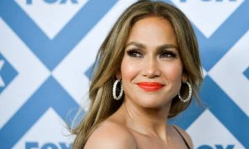 Age doesn't matter while dating, says Jennifer Lopez
