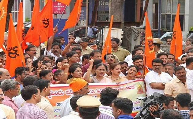 ABVP, SFI activists clash in Savitribai Phule Pune University