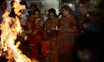 Holi Festival 2017: Know significance behind festival of colors and holika dahan's history