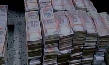 DRI recovers Rs. 15.75 cores in old currency notes of Rs 500 and Rs 1000 from premises near Jhandewalan in Delhi