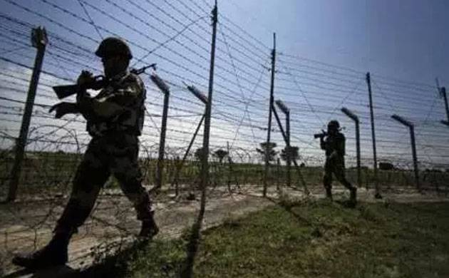 Indian soldiers are seen during a routine patrol along the Pakistan border. (File Photo)