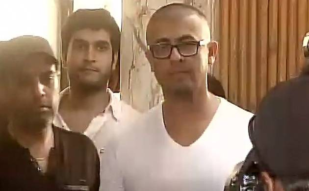 Azaan row: Sonu Nigam gets his head shaved in protest after Rs 10 lakh-fatwa was announced (Pic: ANI)