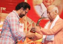 After 16 years, Aamir Khan breaks his no-award show promise, gets honoured by RSS chief
