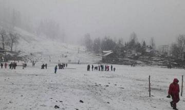 Himachal Pradesh receives snowfall, vehicular movement gets disrupted on roads of Lahaul-Spiti district
