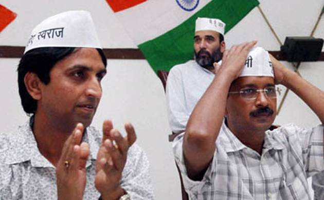 Kumar Vishwas and Arvind Kejriwal (File photo)