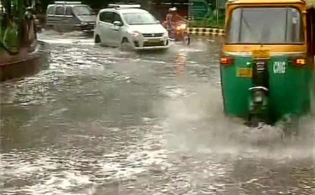 Heavy rain lashes parts of Delhi, brings relief from scorching heat
