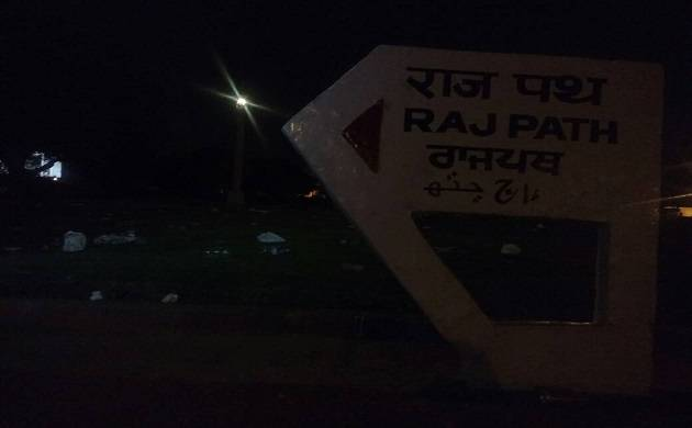 Delhiites litter around India Gate after celebrating 'good' weather  (Newsnation Image)