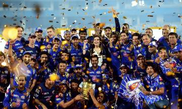 Mumbai Indians steal IPL 10 trophy from RPS: Twitter goes berserk, check out what MI and RPS fans posted