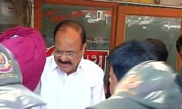 Delhi: Naidu gives Rs 50,000 as financial aid to e-rickshaw driver's family