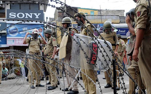 Kashmir tense after 2 militants killed in encounter; telecom services suspended, Indian Army top brass reaches Srinagar (ANI Image)