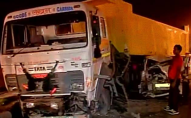 Delhi: Dumper truck rams into 4 cars on AIIMS flyover; 6 injured (ANI image)