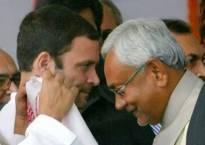 Vice-presidential poll 2017: Sonia, Rahul call Nitish, thank for backing Gopal Krishna Gandhi