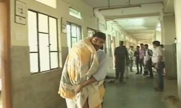 Patna: Man carries son's body on shoulder after hospital refuses ambulance