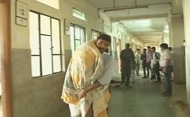 Man carries son's body on shoulder after hospital refuses ambulance. (PHOTO CREDIT: ANI)