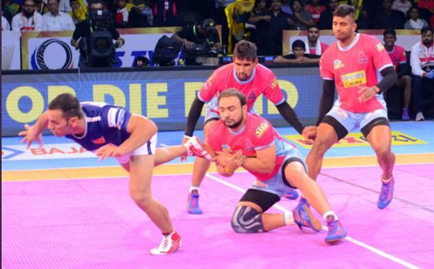 PKL 2017: Dabang Delhi beat Jaipur Pink Panthers 30-26 (Source: Twitter)