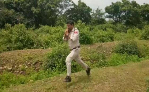 Madhya Pradesh Police constable ran with a 10 kilogram bomb to save school students in Sagar district of the state. (Source: Twitter)