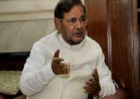 BHU lathicharge: JDU leader Sharad Yadav condemns police action on girls, students