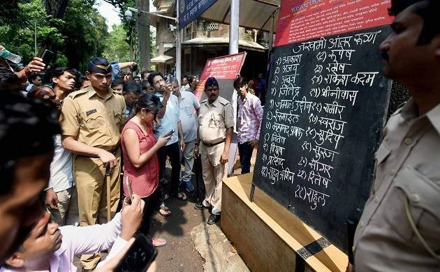 Mumbai Stampede: Shiv Sena workers thrash KEM hospital doctors for writing numbers on foreheads of bodies