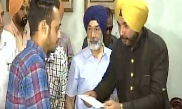 Navjot Sidhu gives Rs 15 lakh each to farmers whose crops got damaged in fire in Amritsar