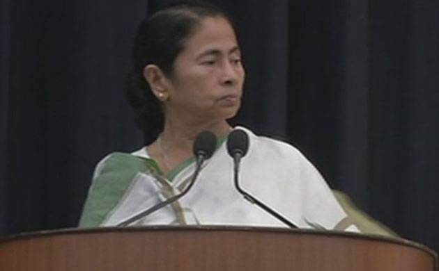 WB CM Mamata Banerjee refuses to link Aadhaar with her phone (Image: ANI)