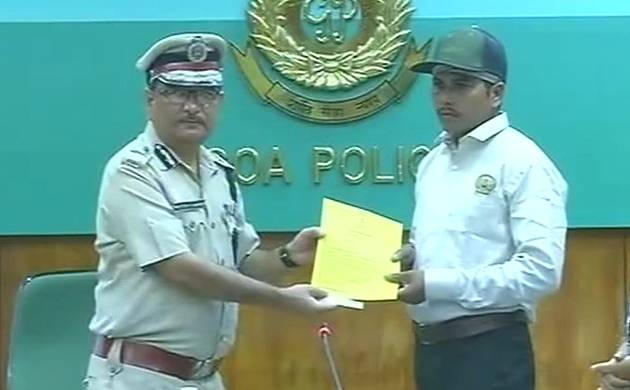 Goa police rewards ATM guard for foiling loot attempt in Panaji (Source: ANI)
