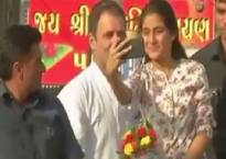 Gujarat Assembly elections: College girl clicks selfie with Rahul Gandhi during Bharuch road show