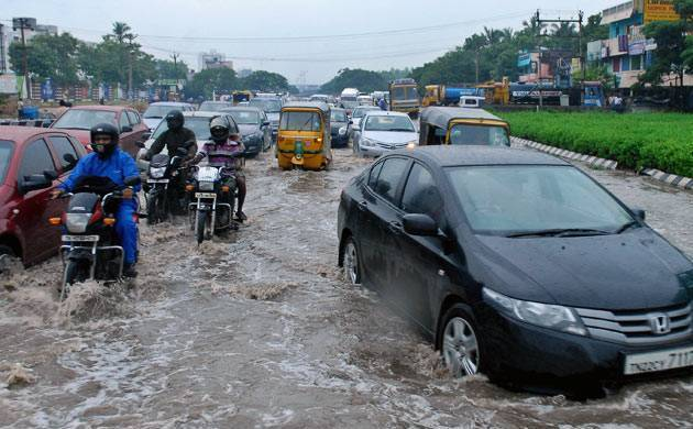 Torrential rains bring Chennai to standstill, MET forecast heavy rainfall for next 24 hours
