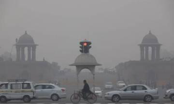 Delhi Air Pollution: Kejriwal 'requests' Sisodia to shut schools for few days
