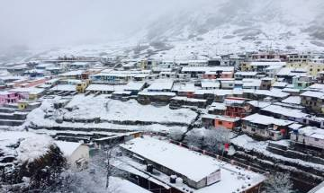Watch | Jammu and Kashmir: Pir Panjal Range receives heavy snowfall, vehicular movement disrupted on Mughal Road